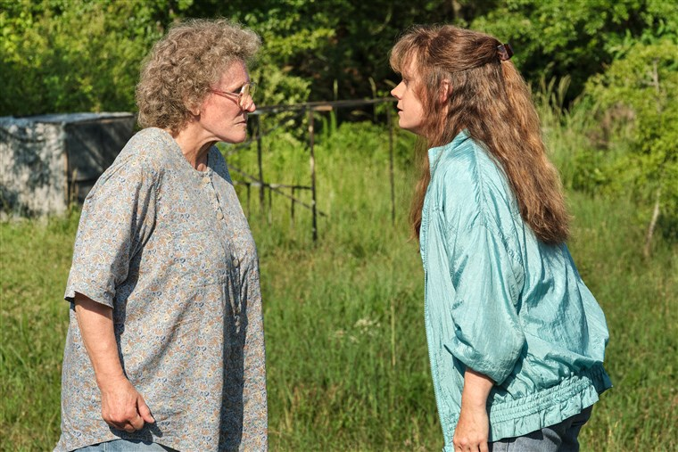 201124-hillbilly-elegy-glenn-close-amy-adams-ac-601p_d32ddf1b4fe9ac07699af22dece8138b.fit-760w